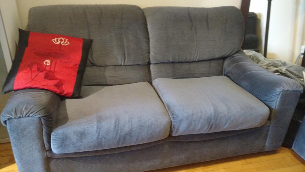 Sofa lit et causeuse annonce a montr al for Vente sofa montreal